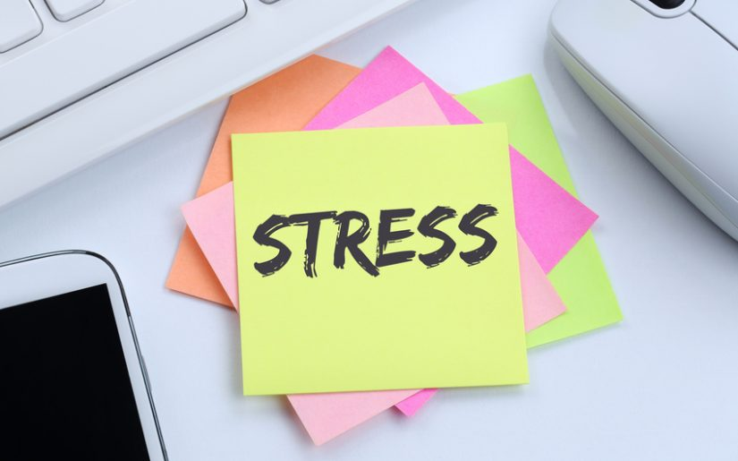 Stress im Job Burnout Entspannung Business Konzept Erschöpfung Schreibtisch Computer Tastatur