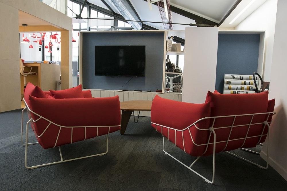 Artdesk Group 93 rue Monceau 75008 Paris ®Jim Winter Contact laurence Barthe (73)